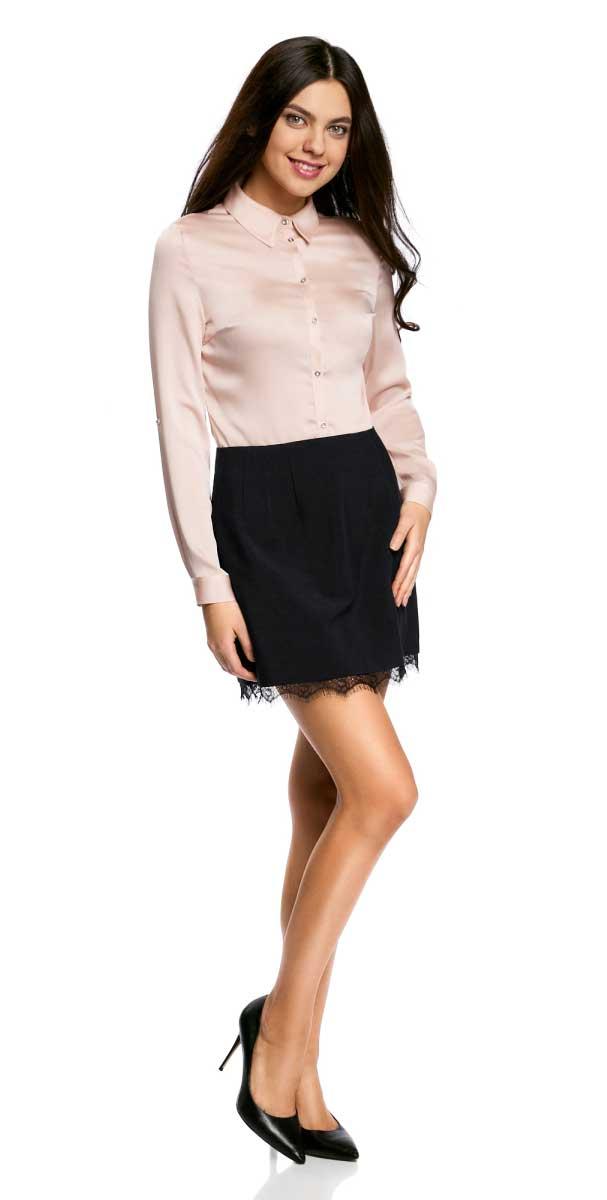 Юбка11602178/45660/2900NОчаровательная мини-юбка выполнена из высококачественного материала. Понизу юбка декорирована кружевной отделкой. Сзади модель застегивается на металлическую застежку-молнию.