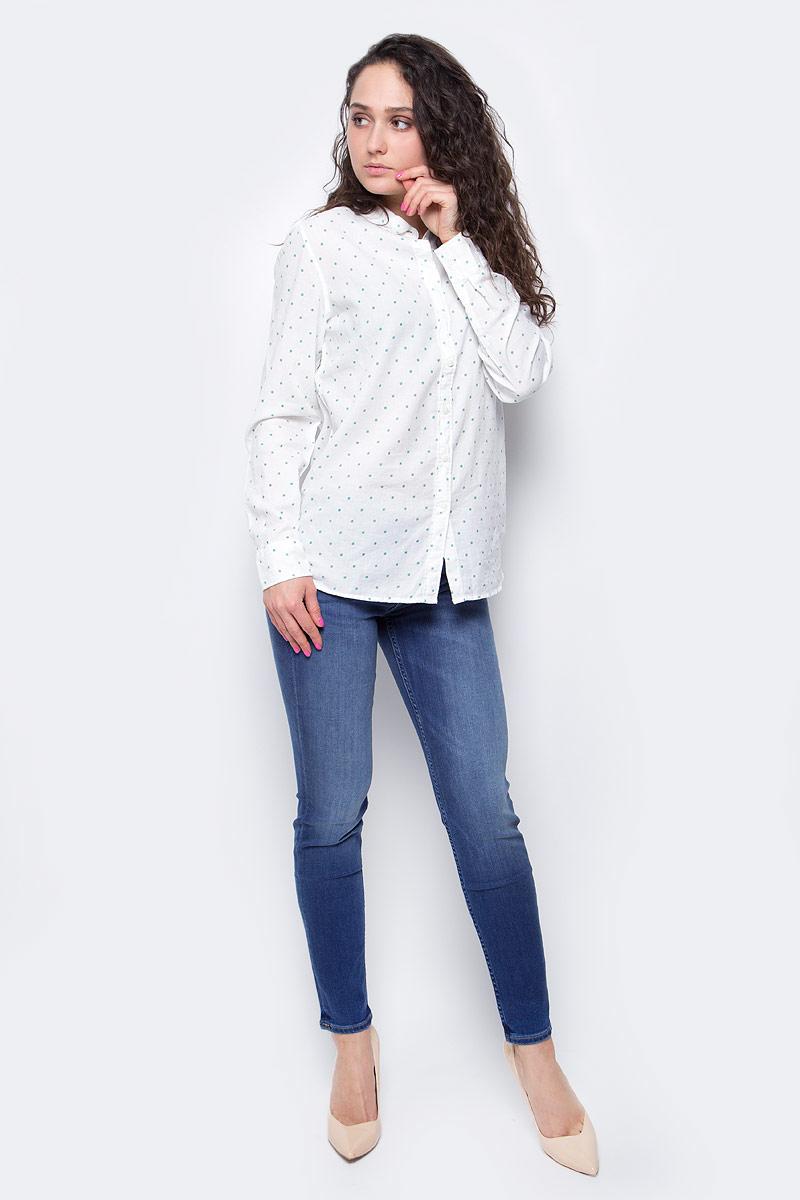 L45QSHRRЖенская рубашка Lee выполнена из натурального хлопка. Рубашка с длинными рукавами и отложным воротником застегивается на пуговицы спереди. Манжеты рукавов также застегиваются на пуговицы. Рубашка оформлена принтом в горох. На груди расположен накладной карман.