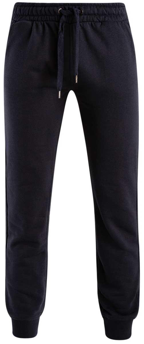 Брюки спортивные5B200003M/44119N/2900NМужские спортивные брюки oodji Basic, выполненные из высококачественного материала, великолепно подойдут для отдыха, повседневной носки, а также для занятий спортом. Брюки зауженного к низу кроя и средней посадки имеют широкую эластичную резинку на поясе, объем талии регулируется при помощи шнурка-кулиски. Спереди изделие имеет два втачных кармана, а сзади накладной карман. Низ брючин дополнен широкими манжетами.