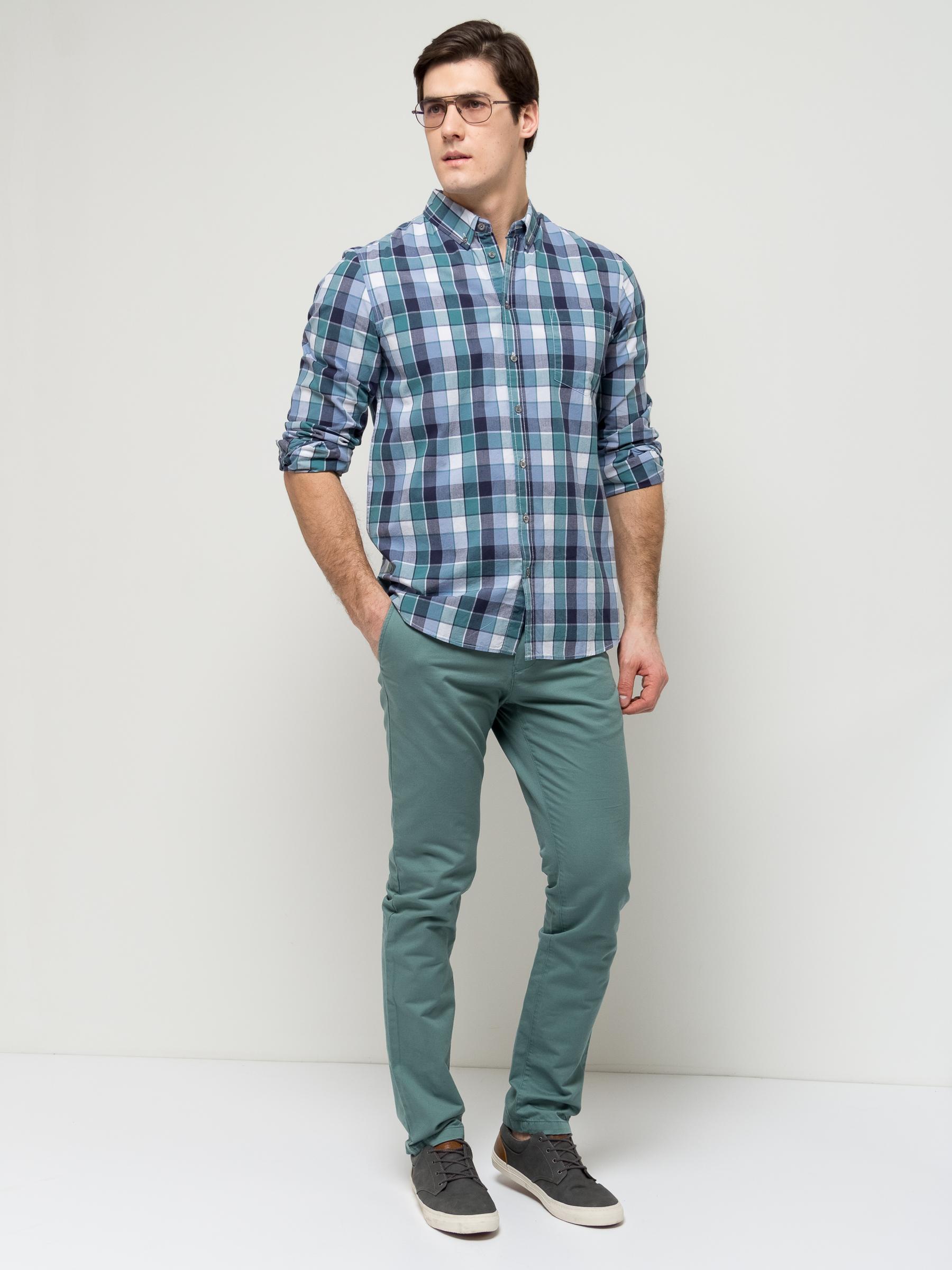 РубашкаH-212/751-7112Стильная мужская рубашка Sela выполнена из натурального хлопка и оформлена принтом в клетку. Модель полуприлегающего кроя с длинными рукавами и отложным воротничком застегивается на пуговицы и дополнена накладным карманом на груди. Манжеты рукавов и воротничок также дополнены пуговицами. Универсальный цвет позволяет сочетать модель с любой одеждой.