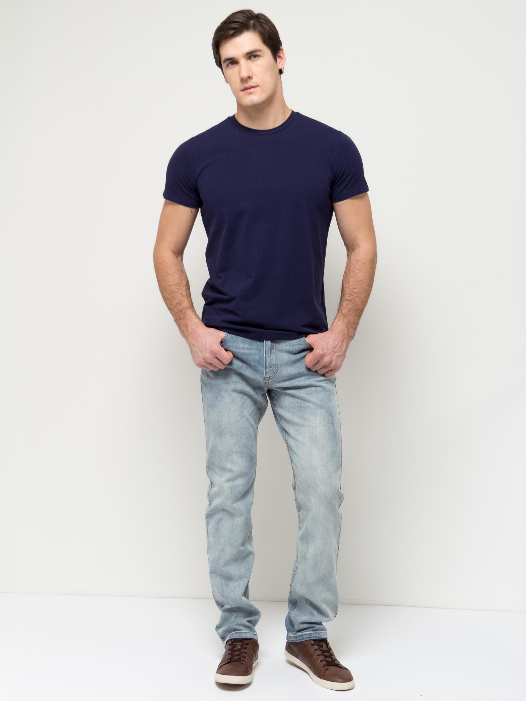 ДжинсыPJ-235/1071-7152Стильные мужские джинсы Sela, изготовленные из качественного эластичного хлопка с потертостями, станут отличным дополнением гардероба. Джинсы зауженного кроя и стандартной посадки на талии застегиваются на застежку-молнию и пуговицу. На поясе имеются шлевки для ремня. Модель представляет собой классическую пятикарманку: два втачных и накладной карманы спереди и два накладных кармана сзади.