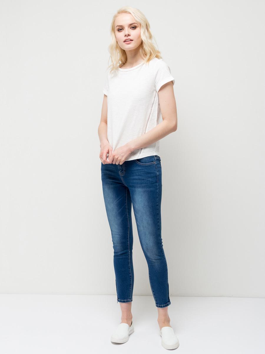 ФутболкаTs-111/1214-7132Оригинальная женская футболка Sela станет отличным дополнением к гардеробу каждой модницы. Модель полуприлегающего силуэта изготовлена из натурального хлопка и оформлена ажурным плетением по бокам и вдоль выреза горловины. Воротник дополнен мягкой эластичной бейкой. Универсальный цвет позволяет сочетать модель с любой одеждой.