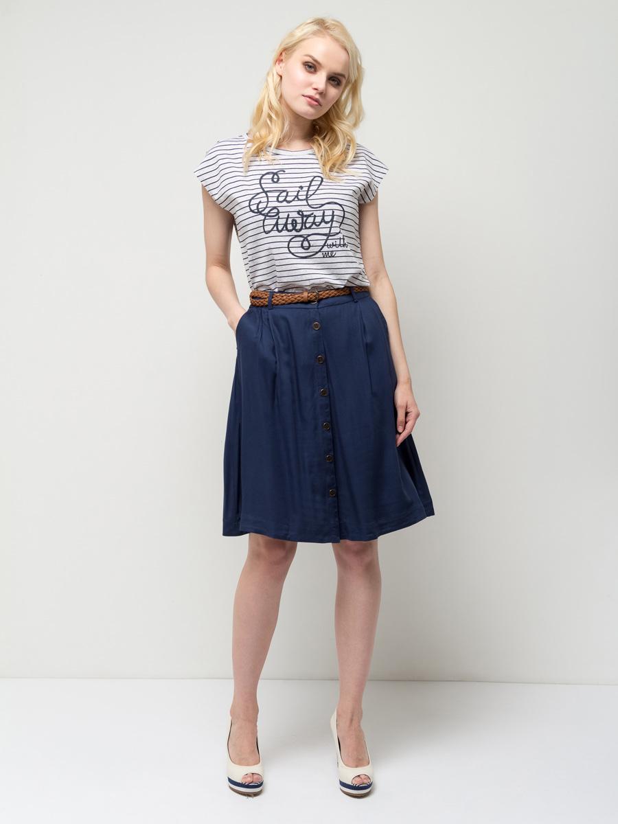 ФутболкаTs-111/260-7152Стильная женская футболка Sela станет отличным дополнением к гардеробу каждой модницы. Модель полуприлегающего силуэта изготовлена из качественного хлопкового материала в полоску и оформлена принтом с надписью. Воротник дополнен мягкой эластичной бейкой. Универсальный цвет позволяет сочетать модель с любой одеждой.