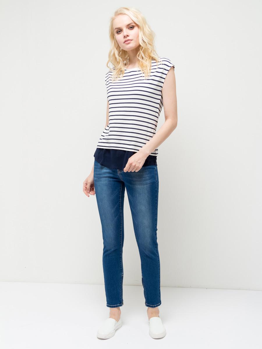 ФутболкаTs-111/769-7172Модная женская футболка Sela выполнена из легкого качественного материала с принтом в полоску. Модель приталенного кроя с короткими цельнокроеными рукавами подойдет для прогулок и дружеских встреч и будет отлично сочетаться с джинсами и брюками, а также гармонично смотреться с юбками. Мягкая ткань на основе хлопка и вискозы комфортна и приятна на ощупь. Воротник изделия дополнен мягкой эластичной бейкой, низ - полупрозрачной воздушной вставкой.