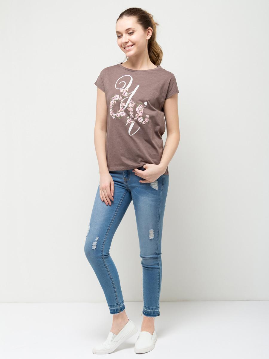 ФутболкаTs-311/1124-7112Стильная женская футболка Sela станет отличным дополнением к гардеробу каждой модницы. Модель полуприлегающего силуэта изготовлена из качественного хлопкового материала и оформлена оригинальным цветочным принтом. Воротник дополнен мягкой эластичной бейкой. Универсальный цвет позволяет сочетать модель с любой одеждой.