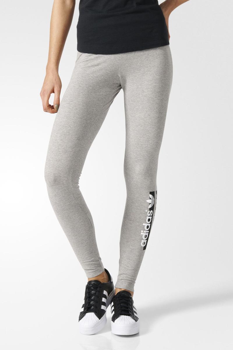 ЛеггинсыBK5811Леггинсы женские adidas Leggings выполнены из хлопка и эластана. Модель дополнена эластичным поясом и оформленана логотипом бренда.