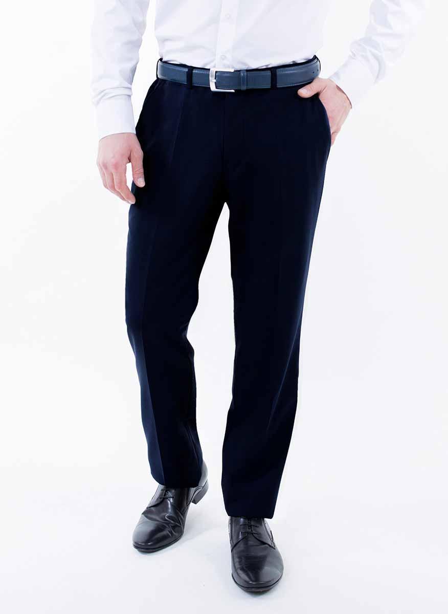 Брюки2-171-20-4102Мужские брюки Greg Horman выполнены из натурального хлопка. Брюки застегиваются на пуговицу в поясе и имеют ширинку на застежке-молнии. На брюках предусмотрены шлевки для ремня. Спереди модель дополнена двумя втачными карманами, а сзади - имитацией прорезных карманов на пуговицах. Оформлено изделие стрелками. Комфортные стильные брюки пригодятся фактически для любых случаев жизни.