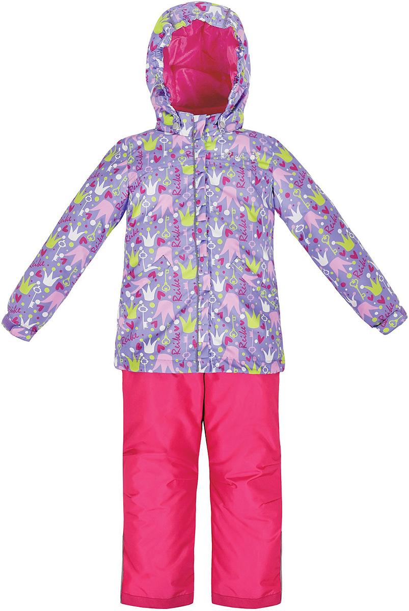 Комплект верхней одежды36 936 001_Crown whiteКомплект для девочки Reike Принцесса, состоящий из куртки и полукомбинезона, выполнен из ветрозащитного, водонепроницаемого, дышащего и износостойкого материала, декорированного ярким принтом. Подкладка - принтованный полиэстер, в манжетах и воротнике флисовые вставки. Куртка дополнена съемным регулирующимся капюшоном с полосками светоотражателя и двумя карманами на кнопках. Манжеты рукавов утягиваются с помощью липучек. Ветрозащитная планка со светоотражающей полоской вдоль молнии не допускает проникновения холодного воздуха. На груди куртка украшена дополнительным декором: серебристой вышивкой Reike и стразами. Завышенная талия полукомбинезона и регулируемые подтяжки гарантируют удобную посадку по фигуре. Низ усилен защитой от истирания. Полукомбинезон оснащен светоотражателями, двумя боковыми карманами на молнии. Особенности комплекта: - базовый уровень; - коэффициент воздухопроницаемости: 2000гр/м2/24 ч; - водоотталкивающее покрытие: 2000...