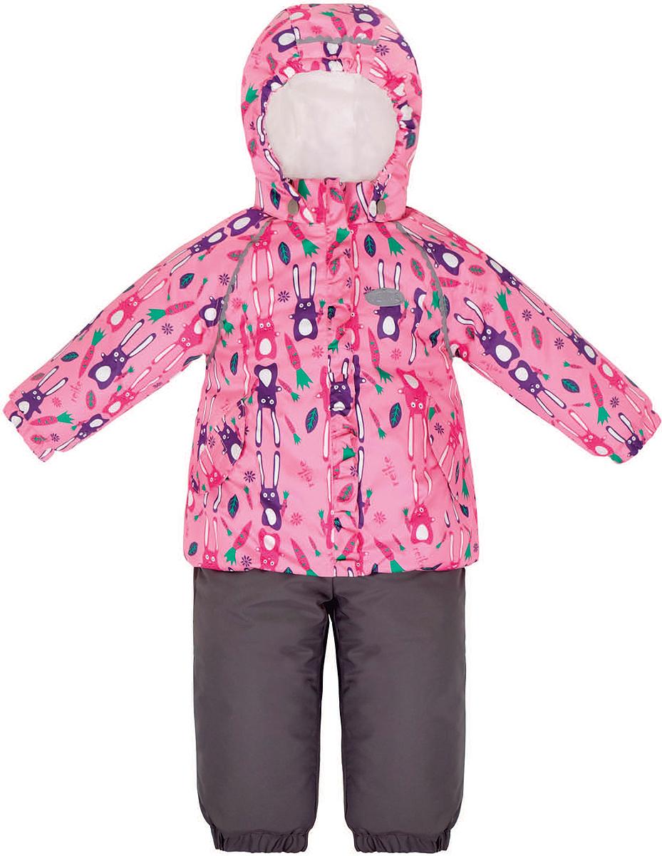 Комплект верхней одежды36 934 112_Hares pinkКомплект для девочки Reike Зайчики, состоящий из куртки и полукомбинезона, выполнен из ветрозащитной, водонепроницаемой и дышащей мембранной ткани, декорированной принтом с забавными зайчиками. Подкладка - натуральный хлопок с велюровыми вставками на воротнике и манжетах. Куртка дополнена съемным капюшоном, двумя карманами на липучках, а также многочисленными светоотражающими элементами. Ветрозащитная планка в виде рюши со светоотражающей полоской вдоль молнии не допускает проникновения холодного воздуха. Эластичная талия полукомбинезона и регулируемые подтяжки гарантируют посадку по фигуре, длинная молния впереди облегчает процесс одевания. Полукомбинезон оснащен боковым карманом на молнии и съемными штрипками. Особенности комплекта: - утеплитель в куртке 60 г, полукомбинезон без утепления; - базовый уровень; - коэффициент воздухопроницаемости: 2000гр/м2/24 ч; - водоотталкивающее покрытие: 2000 мм.