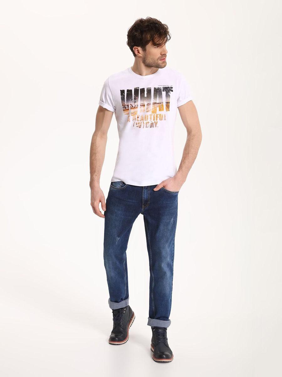 ДжинсыSSP2496GRСтильные мужские джинсы Top Secret - джинсы высочайшего качества на каждый день, которые прекрасно сидят. Модель классического кроя и средней посадки изготовлена из высококачественного хлопка и эластана. Застегиваются джинсы на пуговицу в поясе и ширинку на молнии, имеются шлевки для ремня. Спереди модель дополнена двумя втачными карманами и одним небольшим секретным кармашком, а сзади - двумя накладными карманами. Эти модные и в тоже время комфортные джинсы послужат отличным дополнением к вашему гардеробу. В них вы всегда будете чувствовать себя уютно и комфортно.