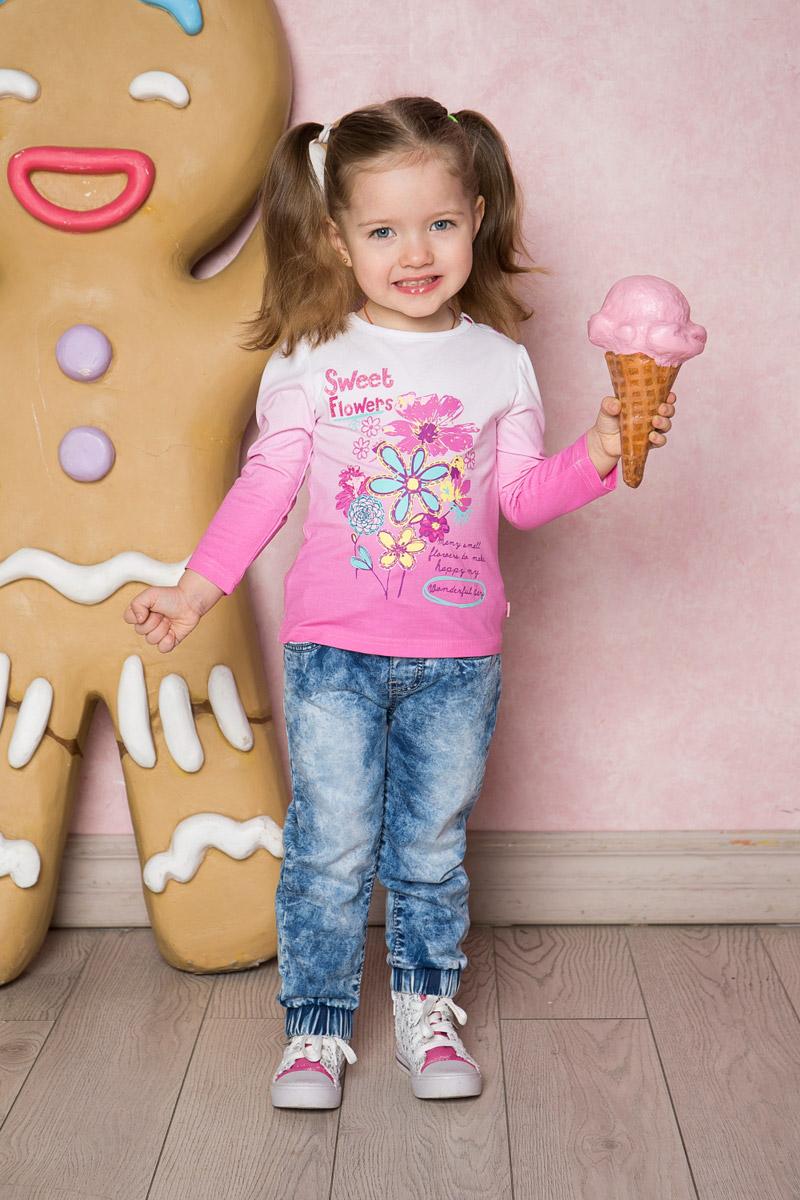 Джинсы712003Стильные вареные джинсы для девочки Sweet Berry выполнены из эластичного хлопка с эффектом потертости. Джинсы зауженного кроя и стандартной посадки на талии имеют широкий пояс на резинке, дополнительно регулируемый шнурком. Низ брючин собран на мягкую резинку. Модель дополнена двумя втачными карманами спереди и двумя накладными карманами сзади.