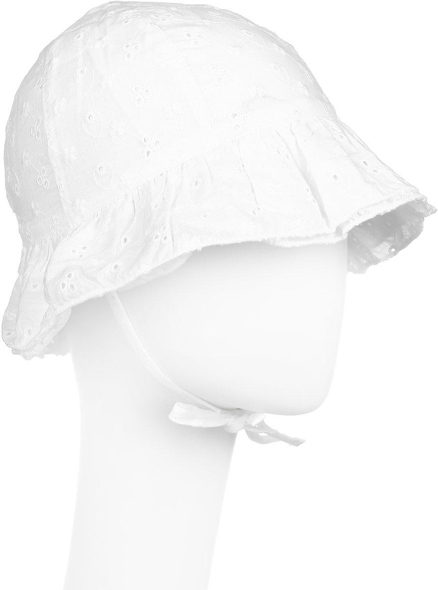 Панама172126Панама из натурального хлопка PlayToday является неотъемлемой частью летнего детского гардероба. Очень мягкая и легкая, она не раздражает нежную кожу ребенка. Панама на завязках, поэтому ни активные игры, ни ветерок не снесут панаму с головы. Сзади ткань собрана на небольшую резинку. Модель оформлена оригинальной вышивкой и широкими рюшами по краю.