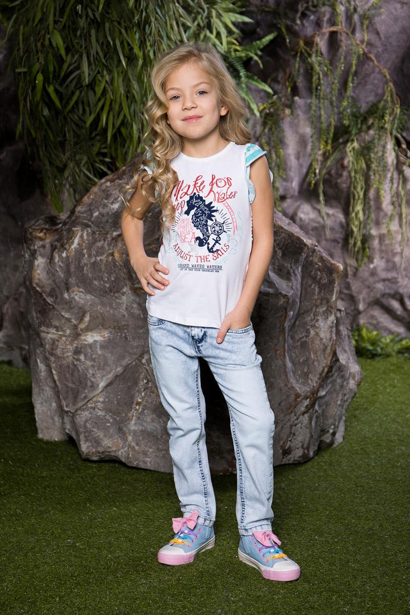 Джинсы714071Стильные вареные джинсы для девочки Sweet Berry выполнены из эластичного хлопка с эффектом потертости. Джинсы зауженного кроя и стандартной посадки на талии застегиваются на пуговицу и имеют ширинку на застежке-молнии. Модель представляет собой классическую пятикарманку: два втачных и один маленький накладной кармашек спереди и два накладных кармана сзади. На поясе имеются шлевки для ремня. С внутренней стороны пояс дополнен вшитыми эластичными лентами, регулирующими посадку по талии. Накладной кармашек спереди украшен стразами.