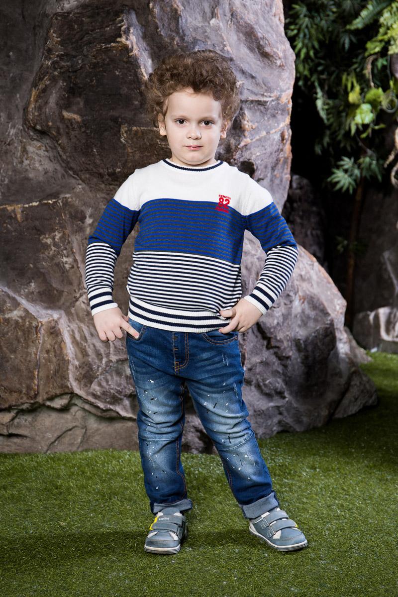 Джинсы713004Стильные джинсы для мальчика Sweet Berry выполнены из эластичного хлопка с эффектом потертости и оформлены красочными брызгами. Джинсы зауженного кроя и стандартной посадки на талии застегиваются на пуговицу-крючок и имеют ширинку на застежке-молнии. Модель представляет собой классическую пятикарманку: два втачных и один маленький накладной кармашек спереди и два накладных кармана сзади. На поясе имеются шлевки для ремня. С внутренней стороны пояс дополнен вшитыми эластичными лентами, регулирующими посадку по талии.