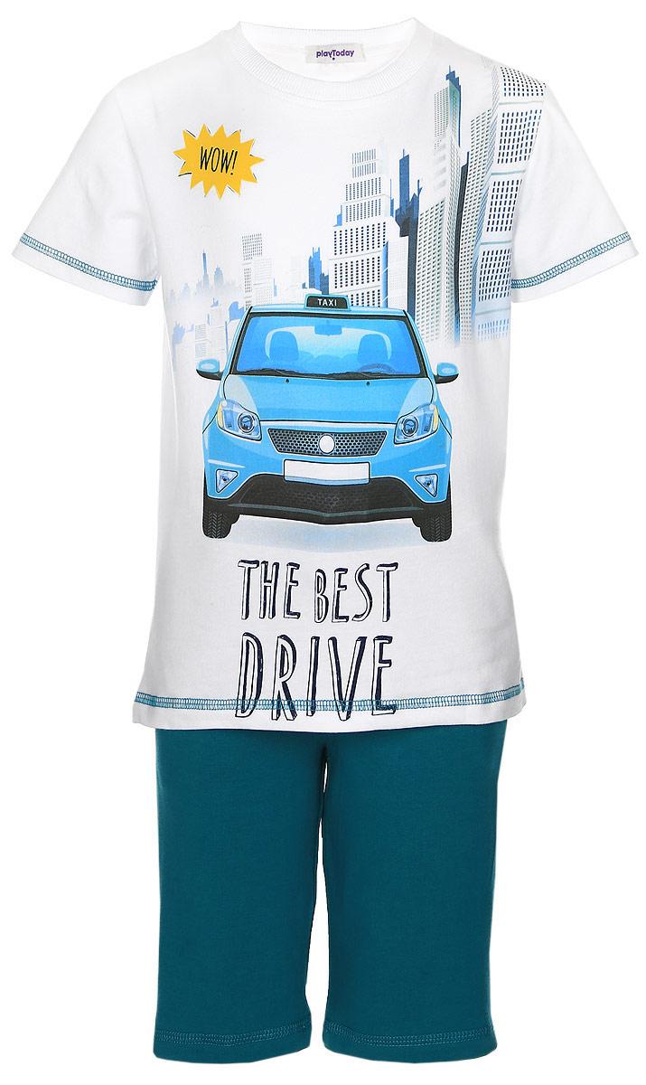Комплект одежды171170Комплект одежды для мальчика состоит из футболки и шорт. Комплект изготовлен из хлопка с добавлением эластана. Футболка выполнена с короткими рукавами и круглой горловиной, отделанной эластичной резинкой. Спереди футболка оформлена оригинальным принтом. Удлиненные шорты на широком поясе с резинкой оснащены прочным шнурком, который можно завязывать. По бокам текстильные шорты дополнены врезными карманами.