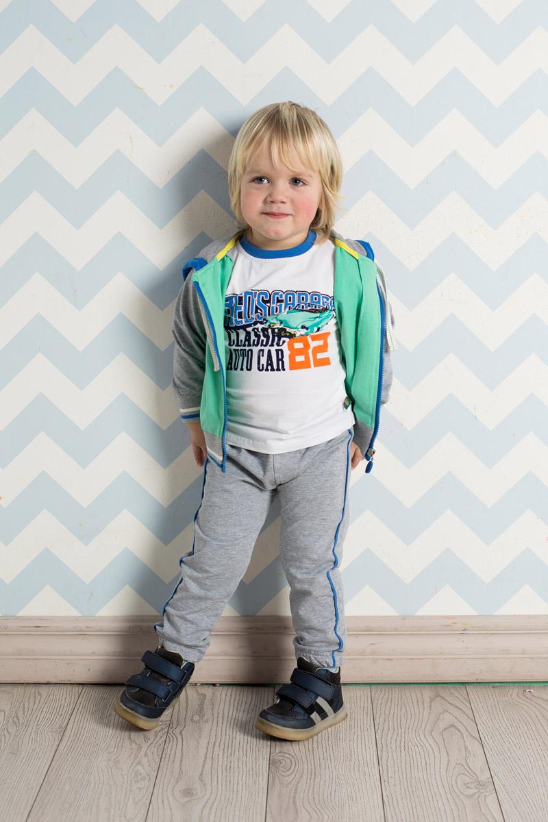 Спортивный костюм711010Спортивный костюм для мальчика Sweet Berry изготовлен из мягкого футера разных цветов. Толстовка с капюшоном, дополнительно регулируемым шнурком, застегивается на молнию и оформлена ярким принтом. Удобные брюки прямого кроя имеют пояс на мягкой резинке, дополнительно регулируемый шнурком, и дополнены контрастными лампасами по бокам. Манжеты рукавов и низ толстовки и брючин дополнены мягкими резинками.