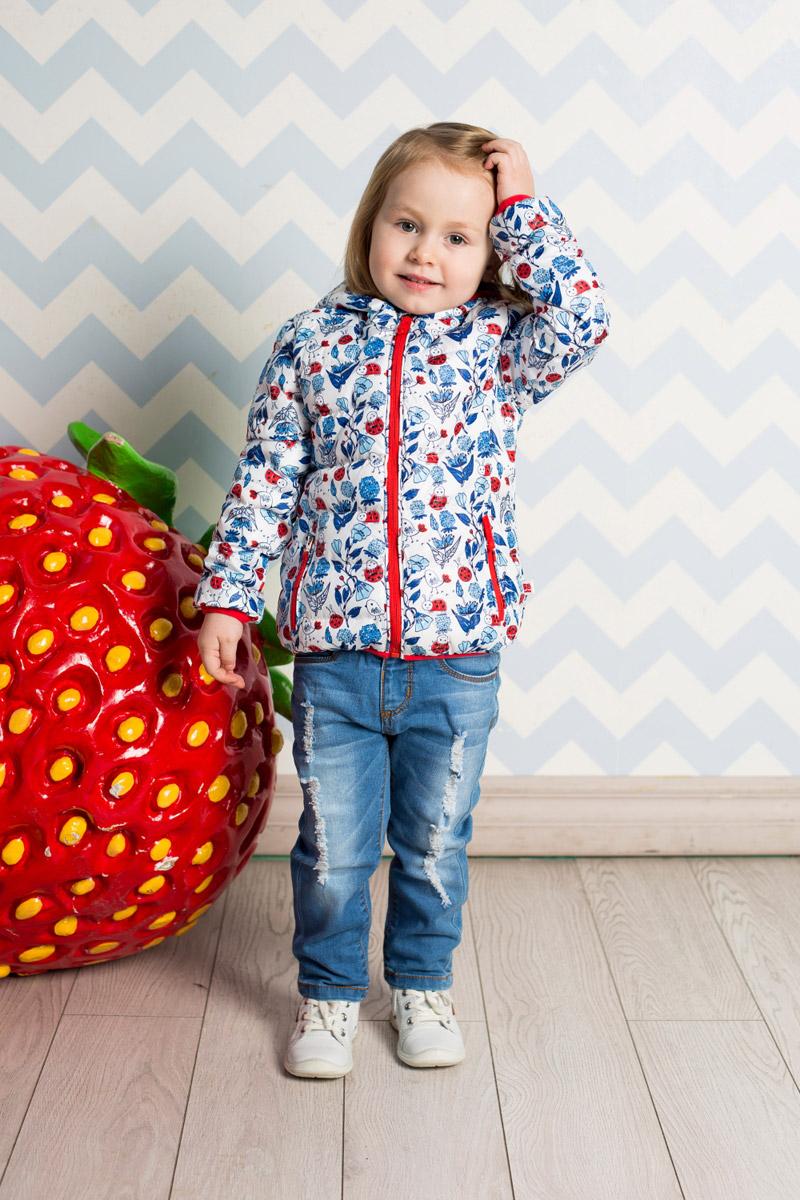 Куртка712025Стильная стеганая куртка для девочки Sweet Berry, изготовленная из качественного материала с офригинальным принтом, станет отличным дополнением к гардеробу вашего ребенка. Утепленная модель с цельнокроеным капюшоном застегивается на молнию и дополнена двумя прорезными карманами на молниях. Край капюшона, манжеты рукавов и низ изделия дополнены мягкими окантовочными резинками контрастного цвета.