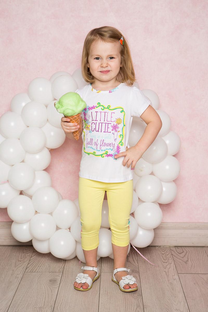 Леггинсы712017Яркие лосины для девочки Sweet Berry выполнены из качественного хлопкового материала. Укороченная модель стандартной посадки на талии имеет пояс на мягкой резинке. Низ брючин с боков оформлен яркой аппликацией.