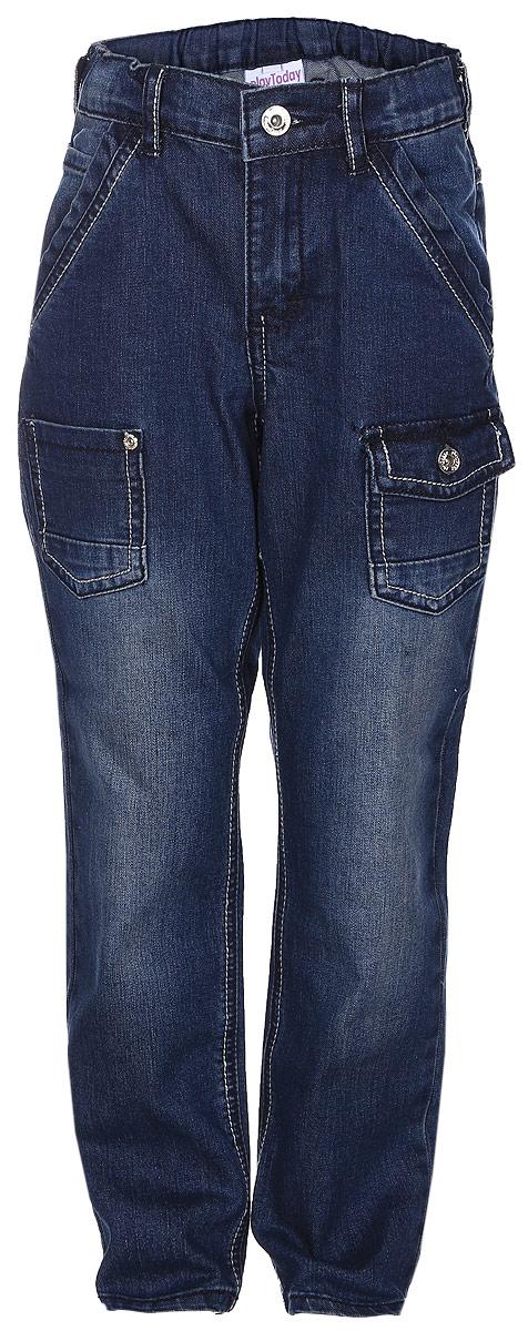 Джинсы351098Стильные джинсы для мальчика PlayToday идеально подойдут вашему маленькому принцу. Изготовленные из эластичного хлопка с добавлением полиэстера и эластана, они мягкие и приятные на ощупь, не сковывают движения и позволяют коже дышать, не раздражают нежную кожу ребенка. Джинсы прямого кроя на поясе застегиваются на металлическую пуговицу и имеют ширинку на застежке-молнии, а также шлевки для ремня. При необходимости эластичный пояс можно утянуть скрытой резинкой на пуговках. Модель имеет спереди два втачных кармана и три накладных, один из которых закрывается клапаном на пуговицу, а сзади - два накладных кармана. Джинсы оформлены контрастной прострочкой и легким эффектом потертости. Современный дизайн и расцветка делают эти джинсы модным и практичным предметом детского гардероба. В них ваш ребенок всегда будет в центре внимания!