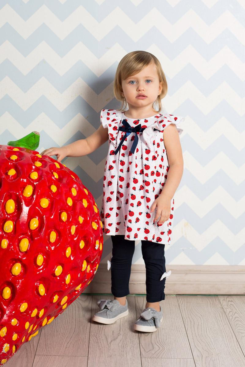 Леггинсы712032Яркие лосины для девочки Sweet Berry выполнены из качественного хлопкового материала. Укороченная модель стандартной посадки на талии имеет пояс на мягкой резинке. Низ брючин с боков оформлен эластичной сборкой и бантиками.