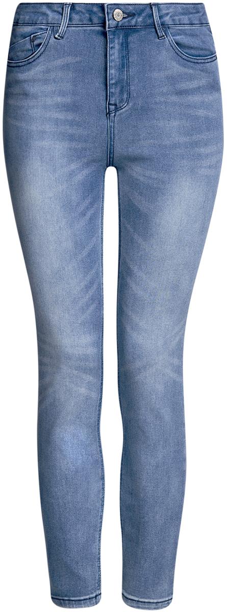 Джинсы12106138/45875/7500WСтильные женские джинсы oodji Ultra выполнены из хлопка с добавлением полиэстера и эластана. Материал мягкий и приятный на ощупь, не сковывает движения и позволяет коже дышать. Джинсы-скинни со средней посадкой застегиваются на пуговицу в поясе и ширинку на застежке- молнии. На поясе предусмотрены шлевки для ремня. Спереди модель дополнена двумя втачными карманами и одним накладным кармашком, сзади - двумя накладными карманами. Модель оформлена эффектом потертости.