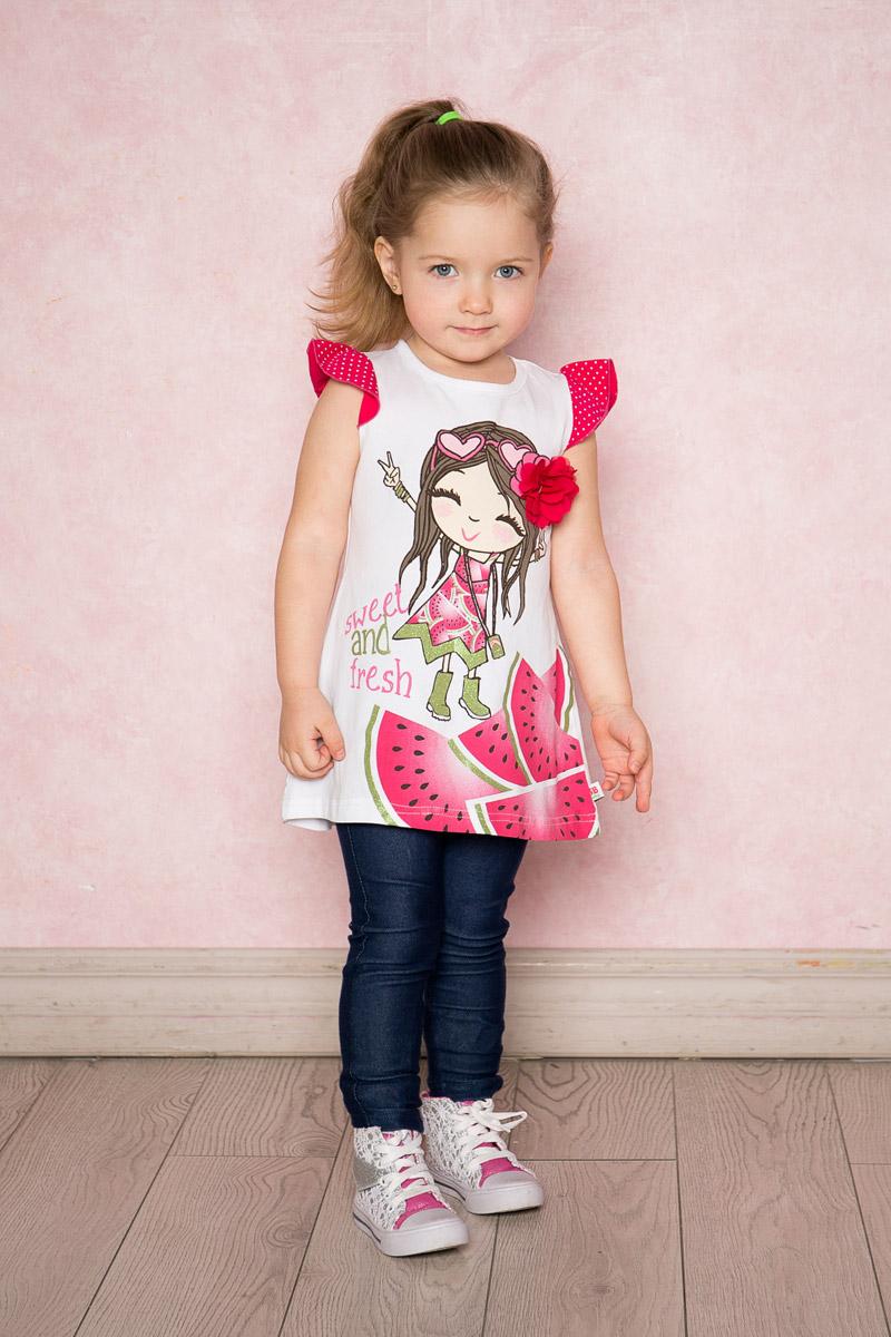 Платье712100Яркое платье для девочки Sweet Berry выполнено из качественного эластичного хлопка. Модель А-силуэта с контрастными рукавами-крылышками оформлена модным принтом и объемным цветком. Круглый вырез горловины дополнен мягкой эластичной бейкой.