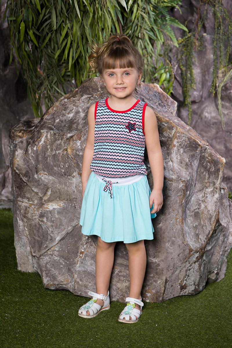 Платье714093Яркое платье для девочки Sweet Berry выполнено из натурального хлопка в полоску с имитацией майки и юбки. Модель приталенного кроя с расклешенной юбкой оформлена вышивкой со стразами. Вырез горловины и проймы дополнены мягкими эластичными бейками контрастного цвета. Линию талии подчеркивает вшитый пояс-резинка, дополнительно регулируемый шнурком.