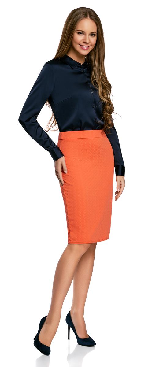 Юбка14101088-1/42588/5041FСтильная юбка-карандаш выполнена из фактурной ткани. Сзади модель застегивается на потайную застежку-молнию и дополнена шлицей.