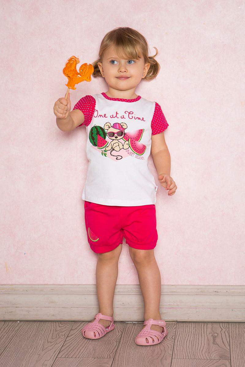 Футболка712102Яркая футболка для девочки Sweet Berry выполнена из качественного эластичного хлопка с оригинальным принтом. Модель с круглым вырезом горловины и короткими рукавами застегивается на пуговицу на спинке. Рукава и воротник с мягкой эластичной бейкой выполнены из материала контрастного цвета.