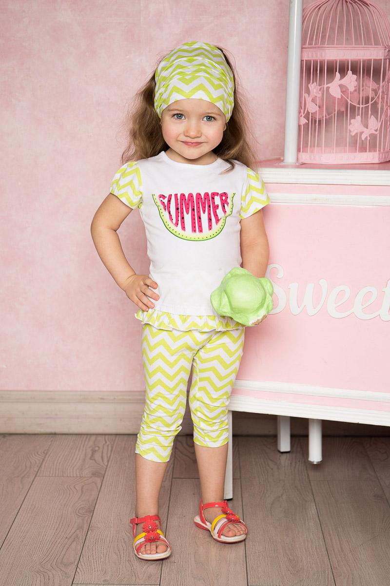 Футболка712103Яркая удлиненная футболка для девочки Sweet Berry выполнена из качественного эластичного хлопка с оригинальным принтом. Модель с круглым вырезом горловины и короткими рукавами застегивается на пуговицу на спинке и дополнена вставкой-воланом по низу. Рукава и вставка выполнены из материала контрастного цвета. Воротник дополнен мягкой эластичной бейкой.
