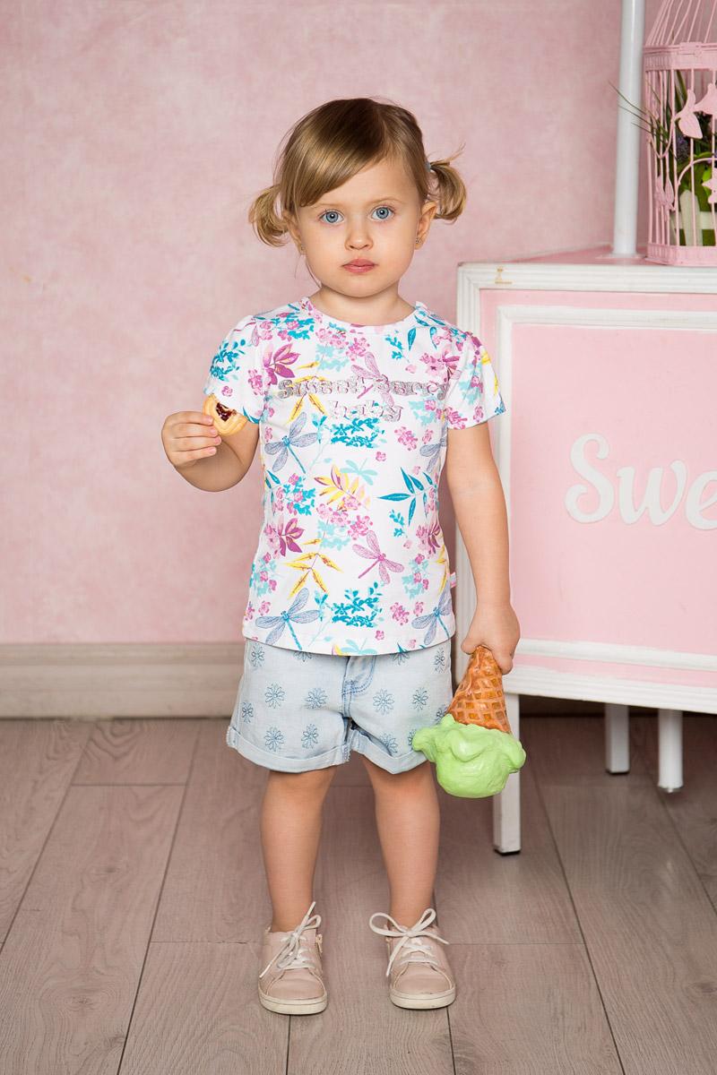 Футболка712010Яркая футболка для девочки Sweet Berry, выполненная из качественного эластичного хлопка, станет отличным дополнением к детскому гардеробу. Модель приталенного кроя с круглым вырезом горловины и рукавами-фонариками оформлена оригинальным принтом. Воротник дополнен мягкой эластичной бейкой. На плече предусмотрены кнопки для легкого переодевания ребенка.
