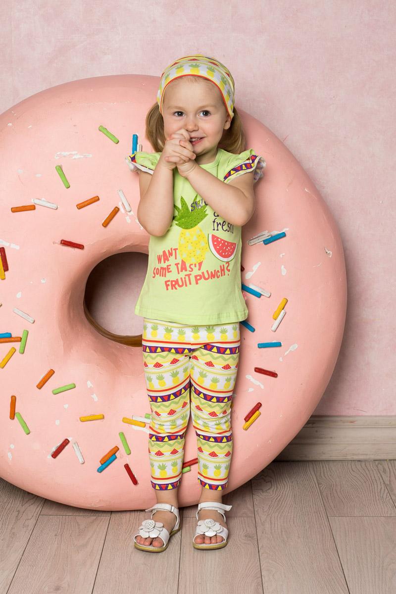 Футболка712070Яркая приталенная футболка для девочки Sweet Berry выполнена из качественного эластичного хлопка. Модель с круглым вырезом горловины и рукавами-воланами оформлена оригинальным принтом и стразами. Воротник дополнен мягкой эластичной бейкой.