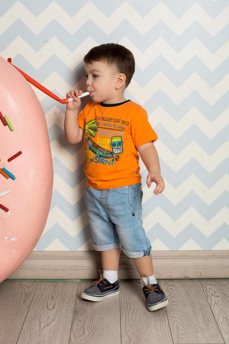 Футболка711023Яркая футболка для мальчика Sweet Berry, выполненная из качественного эластичного хлопка, станет отличным дополнением к детскому гардеробу. Модель с круглым вырезом горловины оформлена оригинальным принтом. Воротник дополнен мягкой трикотажной резинкой контрастного цвета.