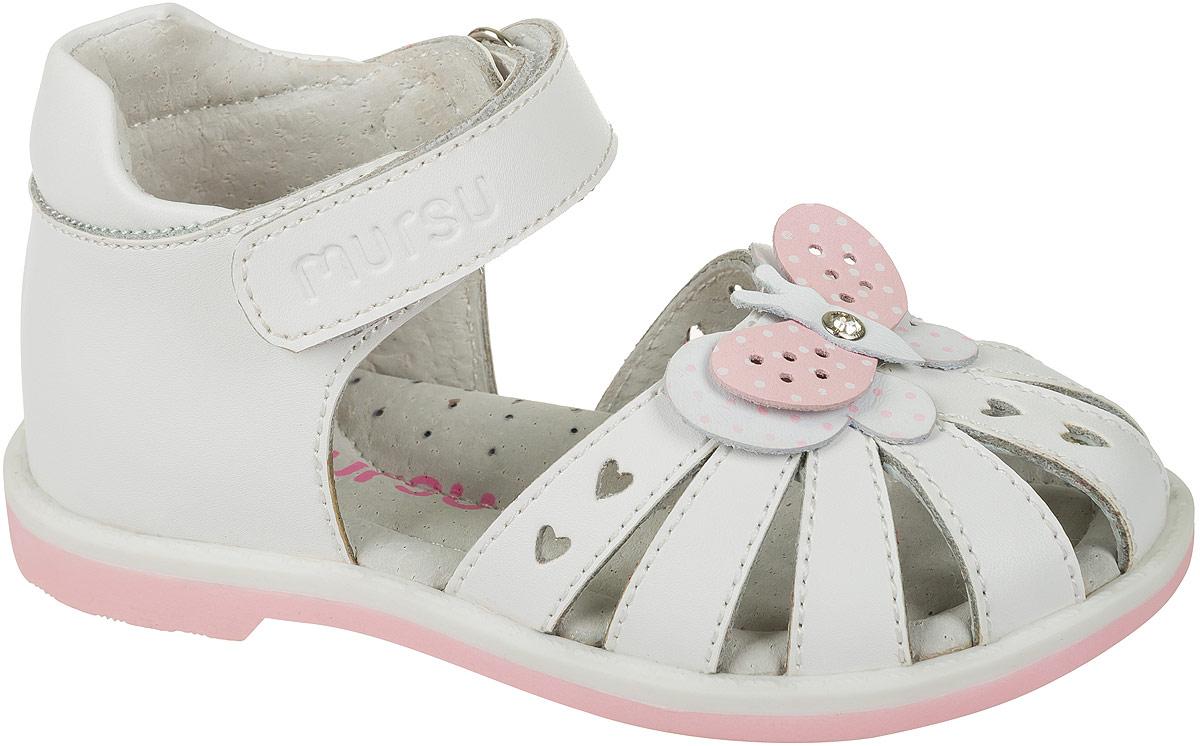 Босоножки101306Босоножки для девочки Mursu выполнены из качественной натуральной кожи и оформлены декоративными бабочками. Ремешок с липучками обеспечит оптимальную посадку модели на ноге. Кожаная стелька придаст максимальный комфорт при движении.
