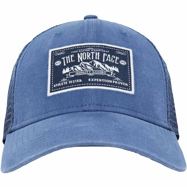 БейсболкаT0CGW2EGJСтильная бейсболка The North Face Mudder Trucker Hat, выполненная из натурального хлопка, идеально подойдет для прогулок, занятия спортом и отдыха. Она надежно защитит вас от солнца и ветра. Классическая кепка с сетчатой задней частью станет правильным выбором. Изделие оформлено нашивкой с логотипом бренда. Объем бейсболки регулируется пластиковым фиксатором. Ничто не говорит о настоящем любителе путешествий больше, чем любимая кепка - такая как эта классическая кепка Mudder Trucker Hat, выполненная в состаренном винтажном стиле. Эта модель станет отличным аксессуаром и дополнит ваш повседневный образ.