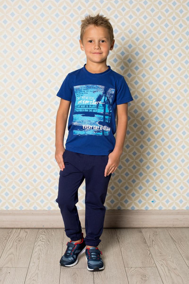 Футболка713040Яркая футболка для мальчика Sweet Berry, выполненная из качественного эластичного хлопка, станет отличным дополнением к детскому гардеробу. Модель с круглым вырезом горловины оформлена оригинальным принтом.