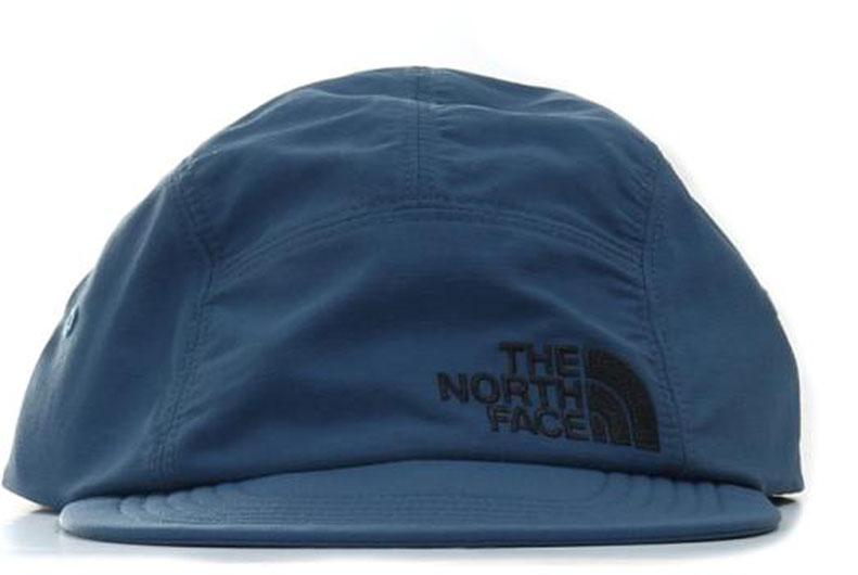 БейсболкаT0CF7XHDCБейсболка The North Face выполнена из качественного нейлона. Модель имеет специальные вентиляционные отверстия. Изделие оформлено вышивкой с логотипом бренда. Объем бейсболки регулируется при помощи хлястика с фиксатором. Классическая кепка на все случаи жизни - благодаря мягкому козырьку ее можно не только носить, но и удобно прятать в карман или рюкзак.