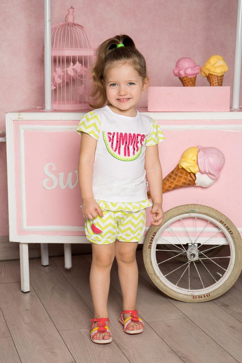 Шорты712105Стильные шорты для девочки Sweet Berry выполнены из мягкого трикотажного материала и оформлены принтом в зигзагообразную полоску и яркой вышивкой. Модель прямого кроя с манжетами на брючинах имеет пояс на мягкой резинке, оформленный декоративным бантиком. Спереди изделие дополнено двумя втачными карманами.
