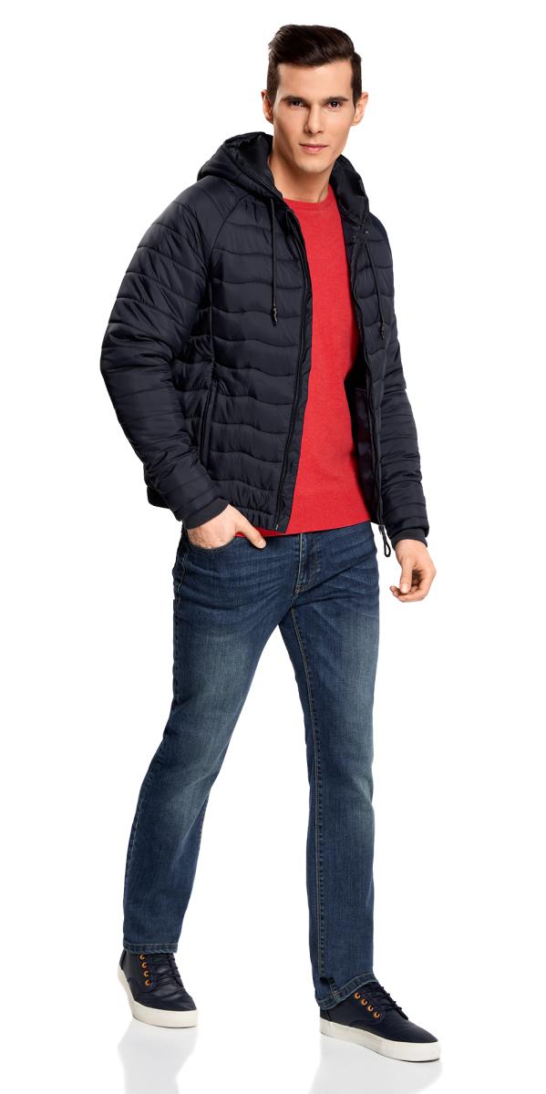 Куртка1L112024M/25278N/7500NМужская стеганая куртка oodji Lab выполнена из высококачественного материала. В качестве подкладки и утеплителя используется полиэстер. Модель с несъемным капюшоном застегивается на застежку-молнию. Капюшон дополнен по краю шнурком-кулиской. Рукава имеют внутренние эластичные манжеты. Спереди расположено два прорезных кармана на застежках-молниях.