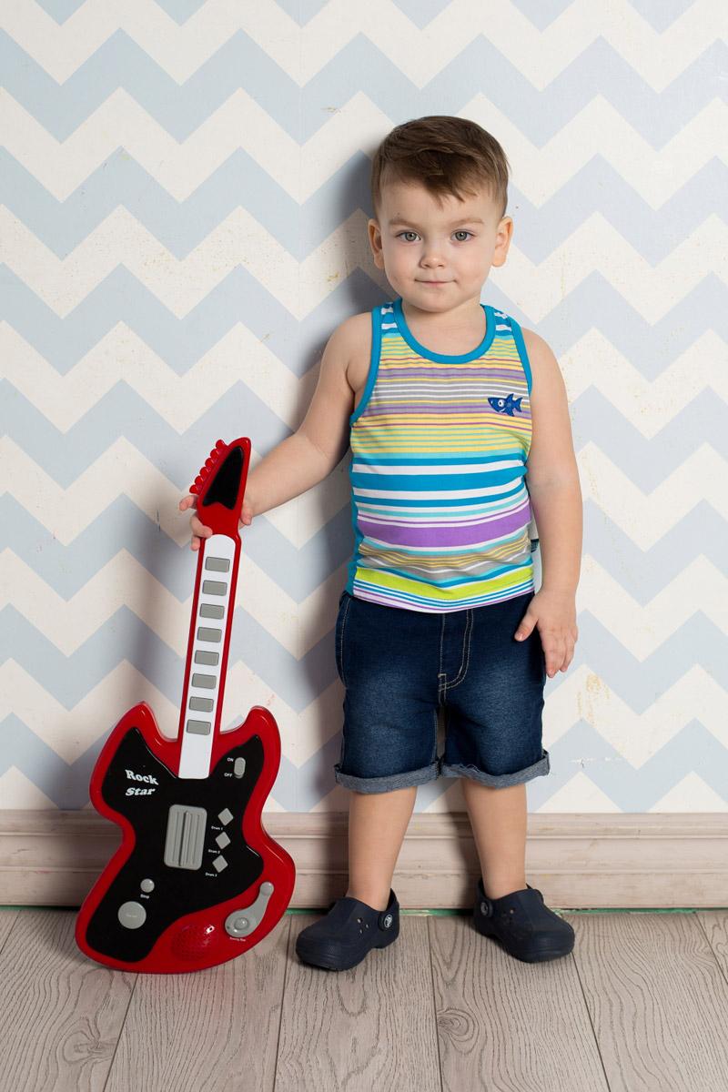 Шорты711049Стильные джинсовые шорты для мальчика Sweet Berry выполнены из мягкого материала с эффектом потертости. Модель с отворотами имеет пояс на мягкой резинке, дополнительно регулируемый шнурком. С боков изделие дополнено двумя прорезными карманами.