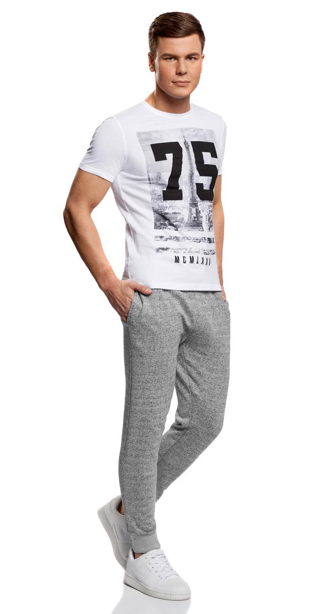 Брюки спортивные5L200013M/46295N/7900MУдобные мужские спортивные брюки oodji Lab, выполненные из хлопка, великолепно подойдут для отдыха, повседневной носки, а также для занятий спортом. Брюки зауженного к низу кроя и средней посадки имеют широкую эластичную резинку на поясе, объем талии регулируется при помощи шнурка-кулиски. Спереди изделие имеет два втачных кармана. Низ брючин дополнен широкими манжетами.