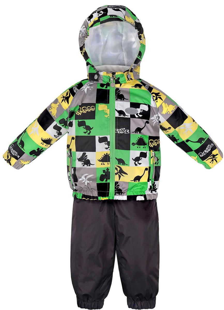 Комплект верхней одежды36 935 220_Dinos blueКомплект для мальчика Reike Динозаврики, состоящий из куртки и полукомбинезона, выполнен из ветрозащитной, водонепроницаемой и дышащей мембранной ткани, декорированной принтом с забавными зайчиками. Подкладка - натуральный хлопок с велюровыми вставками на воротнике и манжетах. Куртка дополнена съемным капюшоном, двумя карманами на молнии, а также светоотражающими элементами. Внутренняя ветрозащитная планка вдоль молнии не допускает проникновения холодного воздуха. Манжеты рукавов и низ изделия собраны на резинку. Эластичная талия полукомбинезона и регулируемые подтяжки гарантируют удобную посадку по фигуре, длинная молния впереди облегчает процесс одевания. Полукомбинезон оснащен боковым карманом на молнии и съемными штрипками. Особенности комплекта: - утеплитель в куртке 60 г, полукомбинезон без утепления; - базовый уровень; - коэффициент воздухопроницаемости: 2000гр/м2/24 ч; - водоотталкивающее покрытие: 2000 мм.