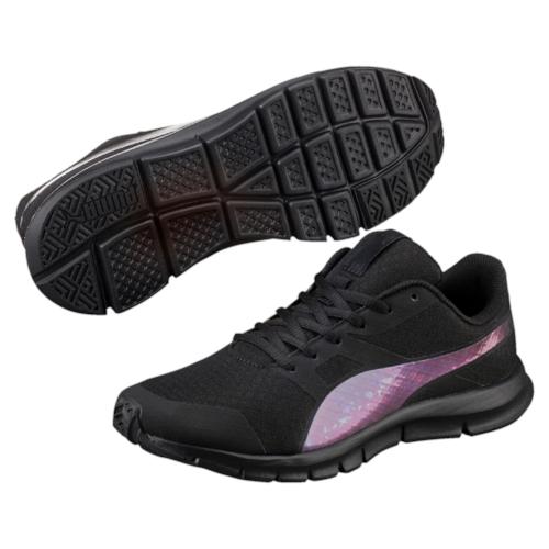 Кроссовки36238101Модель Flexracer Swan - это сверхлегкие кроссовки с оригинальными переливчатыми деталями. Сетчатый материал верха снабжен мягкими бесшовными вставками и накладками, что делает эту обувь мягкой, дышащей и отлично сидящей по ноге. Промежуточная подошва из этиленвинилацетата с амортизирующими вкладками обеспечивает всё для того, чтобы ваша походка была легкой и упругой. Среди других технологических новшеств - стелька из материала SoftFoam, которая позаботится о свежести ваших ног. Шикарные кроссовки Flexracer Swan прекрасно подходят для ежедневной носки.