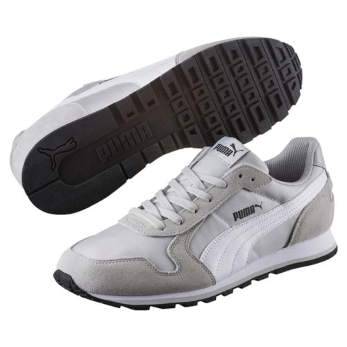 35673835Разработанные в лучших традициях PUMA, кроссовки серии ST Runner - идеальный вариант для прогулок и активного отдыха. Верхняя часть обуви из высококачественного нейлона с мягкими замшевыми вставками и накладками обеспечивает комфорт и прекрасную посадку по ноге. Модель ST Runner NL - это неповторимый дизайн, новое прочтение классической традиции и прекрасное дополнение к стильному повседневному гардеробу.