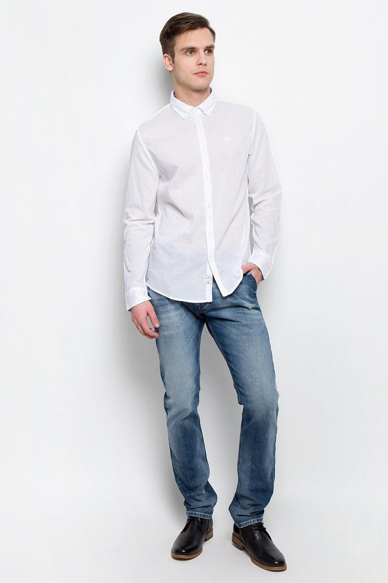 DRISS-5607Мужская рубашка Lee Cooper выполнена из натурального хлопка. Рубашка с длинными рукавами и отложным воротником застегивается на пуговицы спереди. Манжеты рукавов также застегиваются на пуговицы. Рубашка оформлена небольшой вышивкой с логотипом бренда на груди.