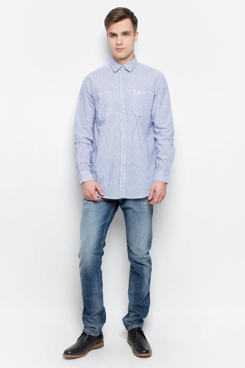 РубашкаDOKER-5582Мужская рубашка Lee Cooper выполнена из натурального хлопка. Рубашка с длинными рукавами и отложным воротником застегивается на пуговицы спереди. Манжеты рукавов также застегиваются на пуговицы. Рубашка оформлена принтом в полоску. На груди расположены два накладных кармана.