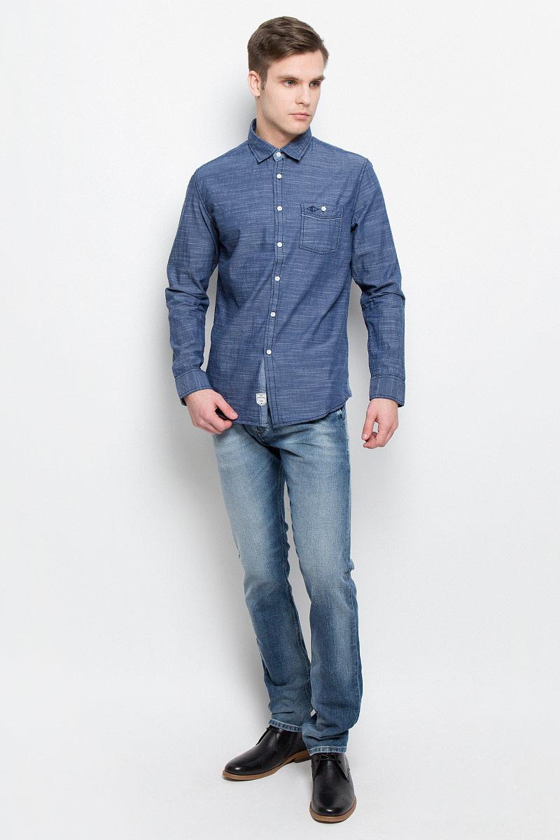 РубашкаDEREK-5645Мужская рубашка Lee Cooper выполнена из натурального хлопка. Рубашка с длинными рукавами и отложным воротником застегивается на пуговицы спереди. Манжеты рукавов также застегиваются на пуговицы. На груди расположен накладной карман на пуговице.