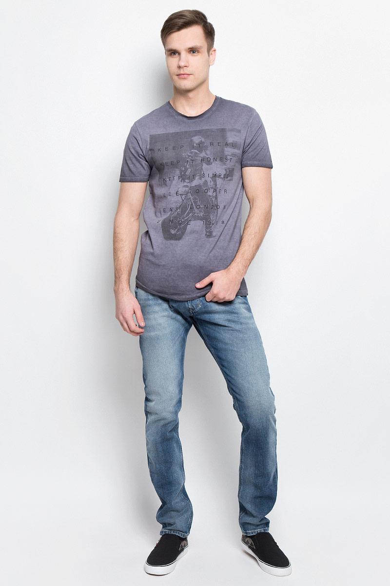 ФутболкаAKSEL-5617Мужская футболка Lee Cooper с короткими рукавами и круглым вырезом горловины выполнена из натурального хлопка. Футболка украшена контрастным принтом с изображением мотоциклиста и надписями на английском языке.