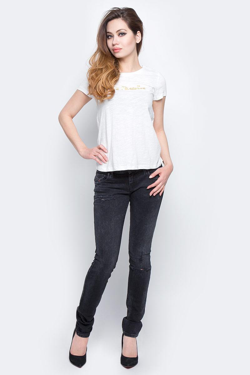 Джинсы00SFCU-0679B/02Стильные женские джинсы Diesel - это стрейчевые джинсы высочайшего качества на каждый день, которые прекрасно сидят. Модель изготовлена из хлопка с добавлением эластана, имеет силуэт skinny и заниженную талию. Застегиваются джинсы на пуговицу в поясе и ширинку на молнии, на поясе также имеются шлевки для ремня. Спереди модель дополнена двумя втачными карманами и небольшим накладным кармашком, а сзади - двумя накладными карманами. Изделие оформлено потертостями и рваным эффектом на коленях. Эти модные и в то же время комфортные джинсы послужат отличным дополнением к вашему гардеробу.