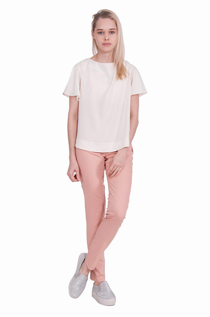 БлузкаП18-185Невероятно женственная блузка Pavlotti изготовлена из полиэстера с добавлением лайкры. Модель с круглым вырезом горловины и рукавами-крылышками имеет прямой силуэт. Пастельный оттенок подчеркнет нежность образа.